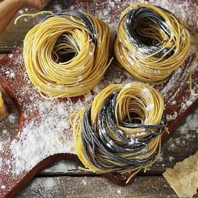 Spaghetti nero di seppia e limone