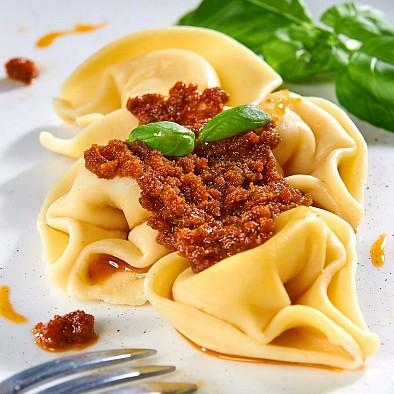 Pesto Rosso mit Basilikum